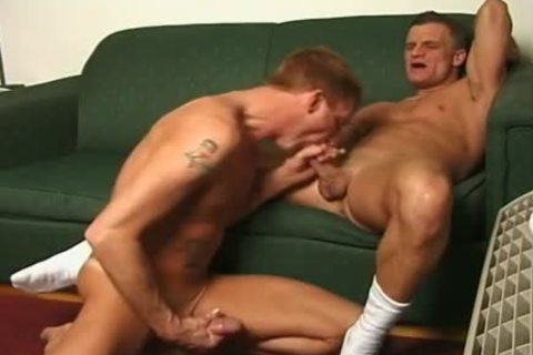 Buff Army man acquires His 10-Pounder Sucked By Skinny twink
